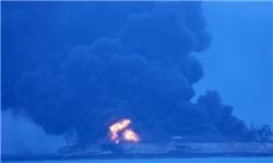 رویترز: آتشسوزی نفتکش ایرانی هنوز ادامه دارد