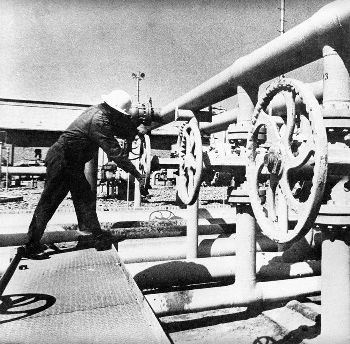 نقش کارکنان صنعت نفت در پیروزی انقلاب اسلامی