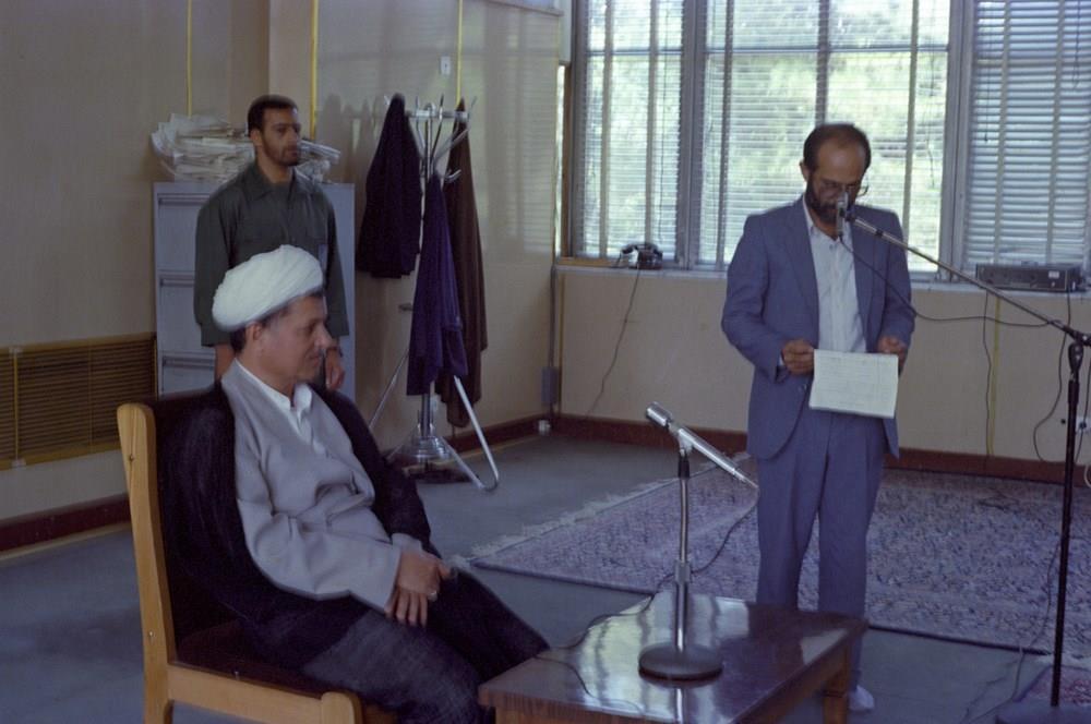 تصاویر نوستالژیک و کمتر دیده شده از دیدار خانواده شهدای صنعت نفت جنوب با آقای رفسنجانی