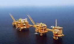 کارکنان و متخصصان صنعت نفت به دلیل بی توجهی مسئولین به مسائل معیشتی اعتصاب کردند