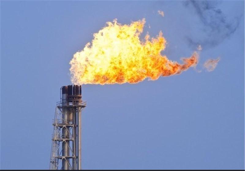 شعلههای چاههای نفتی که شهر را روشن میکند اما زندگی مردم را نه!