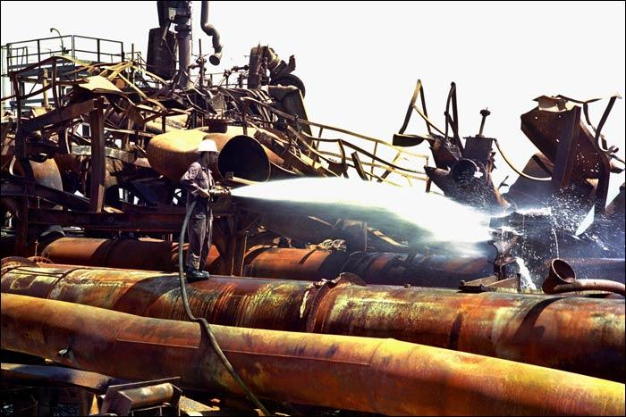 ۱۹ مرداد یادآور رشادتهای کارکنان صنعت نفت گچساران/تأسیساتی که ۵۶ بار بمباران شد