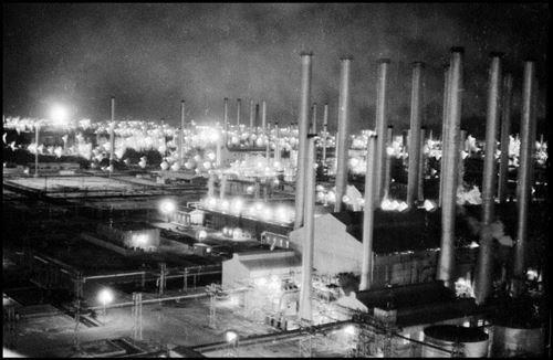 مورات- پالایشگاه آبادان در شب