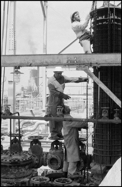 مورات- کارگران در پالایشگاه آبادان